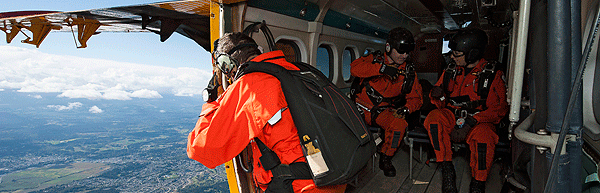 Sergeant Chad Hildebrant surveys the land before Search and Rescue Technicians, Warrant Officer Norm Penny and Master Corporal Ashley Barker parachute out of a Twin Otter aircraft during the National Search and Rescue Exercise 2015 (SAREX15) held at Comox, British Columbia on September 14, 2015.